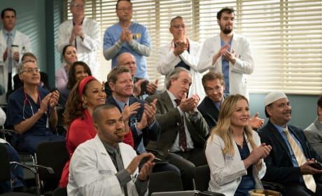 A Round of Applause - Grey's Anatomy Season 14 Episode 20