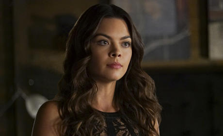 Scarlett Byrne as Nora - The Vampire Diaries Season 7 Episode 2