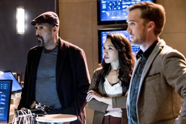 Iris wears the ring! - The Flash Season 3 Episode 15