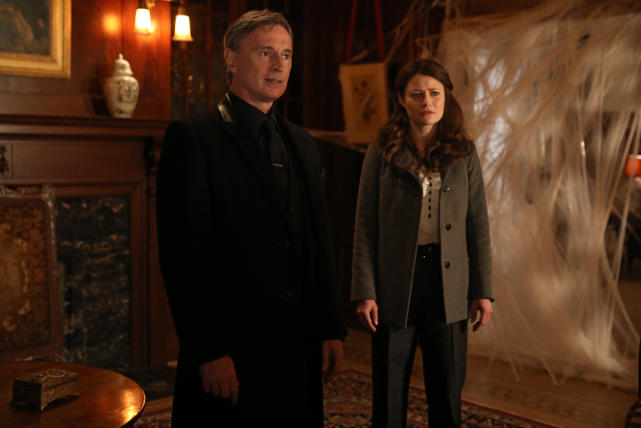 Greeting the Guests - Once Upon a Time Season 6 Episode 16