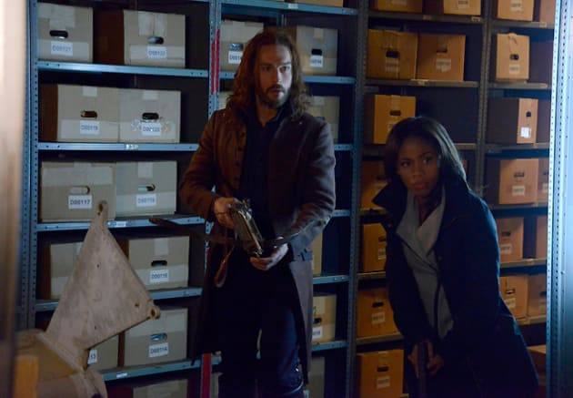 Ichabod and Abbie Search for Kent - Sleepy Hollow Season 2 Episode 15