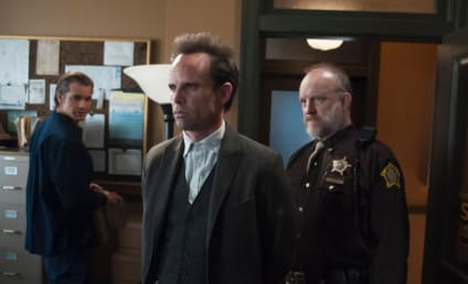 "Walton Goggins to Play ""Devious"" Mystery Man on Community Season 5"