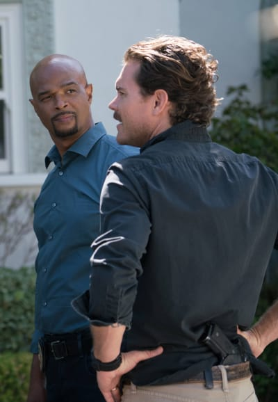 Black and Blue - Lethal Weapon Season 1 Episode 6