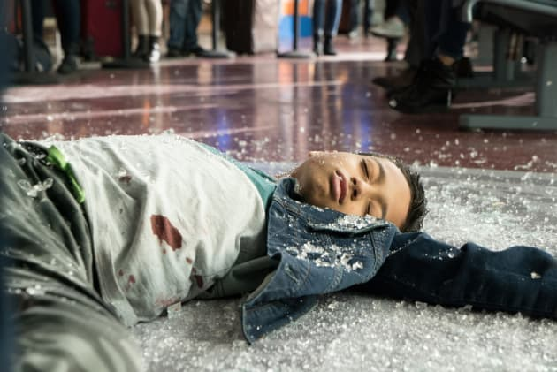 Young injured boy at airport - The Good Doctor Season 1 Episode 1