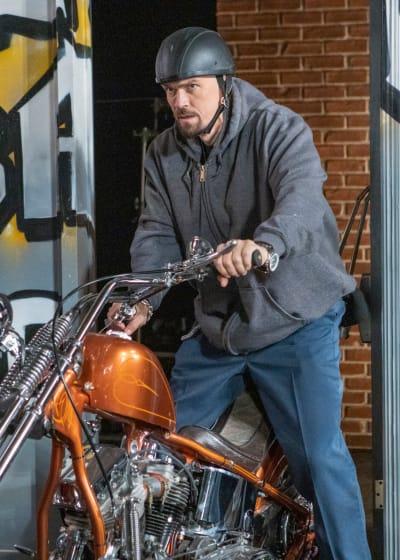 Stolen Bikes - Shameless Season 11 Episode 7