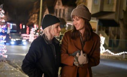 Happiest Season Review: Kristen Stewart & McKenzie Davis Holiday Comedy Charms