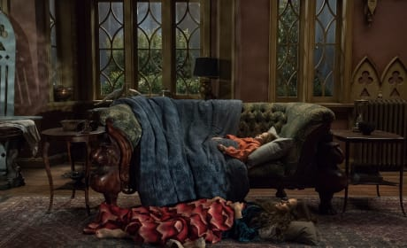 Bed For The Night - The Haunting of Hill House Season 1 Episode 5