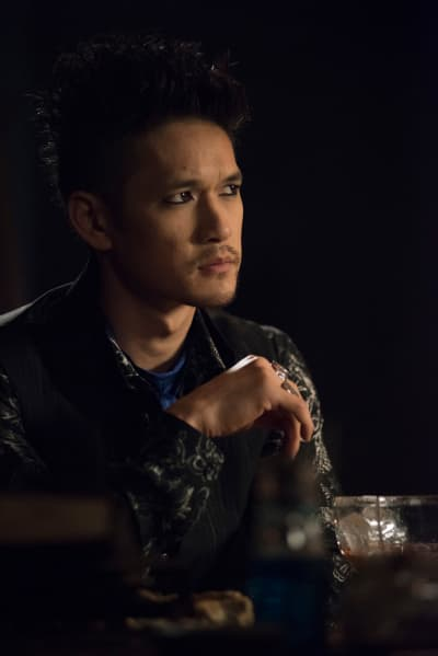 Keeping Busy - Shadowhunters Season 3 Episode 7