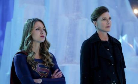 Teaming Up - Supergirl Season 2 Episode 21