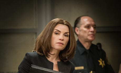 Searching the Crowd - The Good Wife Season 7 Episode 1