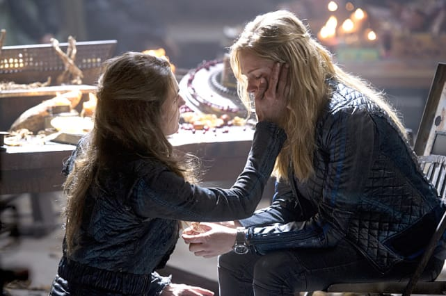 Mother/Daughter Bonding - The 100 Season 2 Episode 9