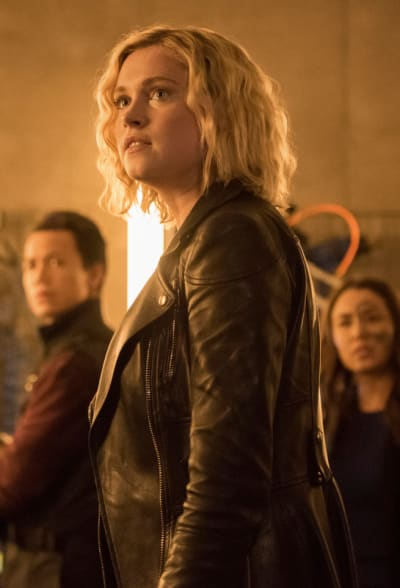 Clarke and Crew Look At A Threat - The 100 Season 7 Episode 14