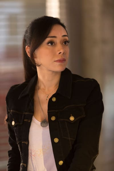 Ella on the Case - Lucifer Season 1 Episode 17
