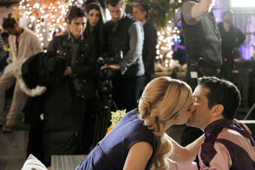 Suitress Kisses Jockey - UnREAL Season 3 Episode 1