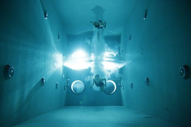 Swim Tank - The Blacklist: Redemption Season 1 Episode 1