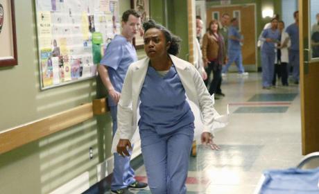 Stephanie Runs to Help - Grey's Anatomy Season 11 Episode 19