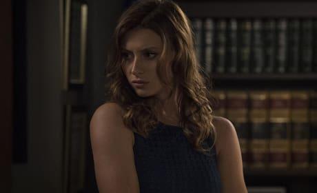 Peyton Studies Up - iZombie Season 2 Episode 6