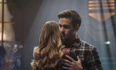 Hug - Supergirl Season 2 Episode 16