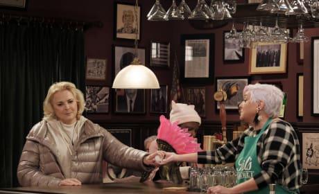 Murphy Chatting with Phyllis - Murphy Brown Season 1 Episode 1