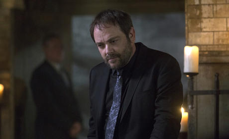 Crowley in a meeting - Supernatural Season 11 Episode 3