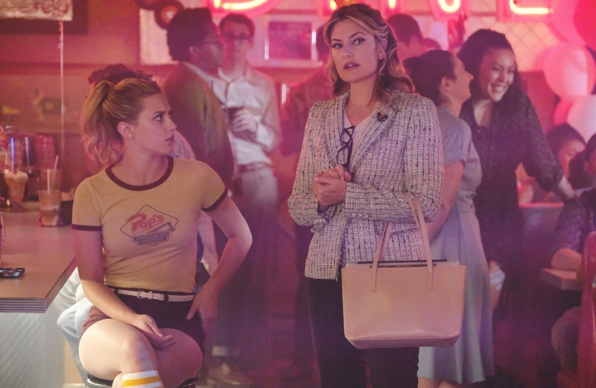 Watch Riverdale Online: Season 2 Episode 2 - TV Fanatic