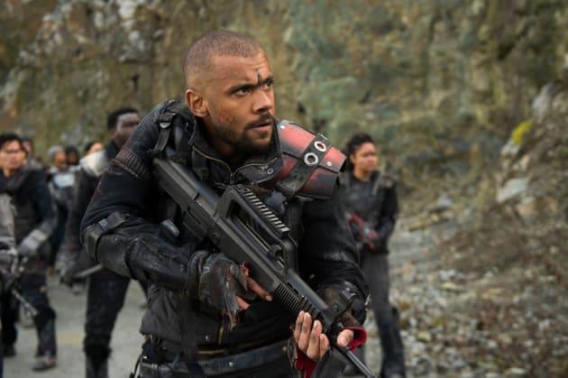 Miller in the Battlefield - The 100 Season 5 Episode 13