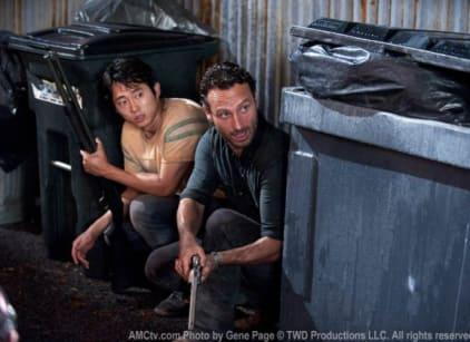Watch The Walking Dead Season 2 Episode 9 Online