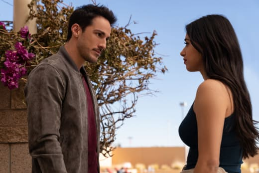 Catching Up - Roswell, New Mexico Season 3 Episode 1