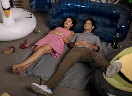 Watch Jane the Virgin Season 4 Episode 1 Online