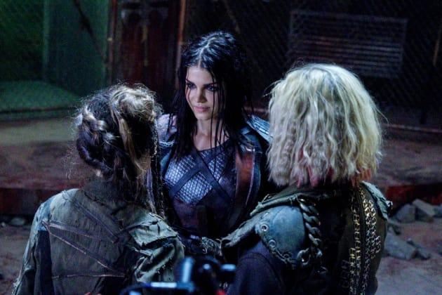 Octavia Making a New Friend - The 100 Season 5 Episode 6