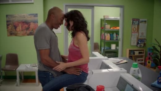 Laundry Room - Girlfriends' Guide to Divorce Season 3 Episode 4