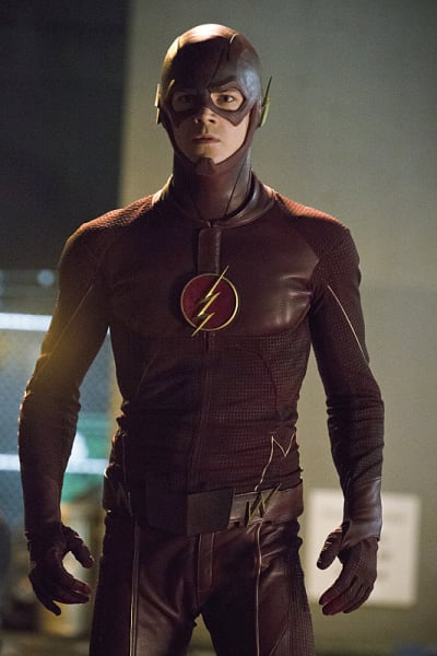 The Flash in Full Costume Season 1 Episode 5