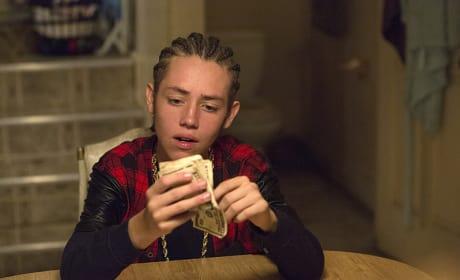 Flashing The Cash - Shameless Season 6 Episode 4