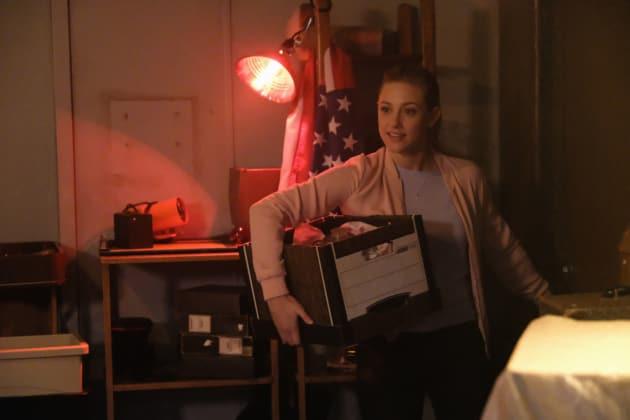 What's In The Box? - Riverdale Season 2 Episode 3 - TV Fanatic