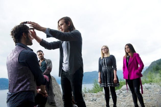 Quentin crowns Eliot - The Magicians