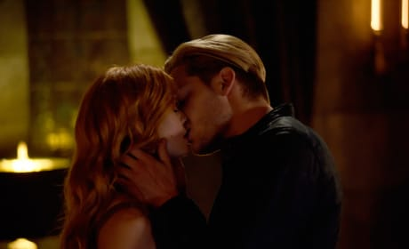 Clace Kiss - Shadowhunters Season 3 Episode 4