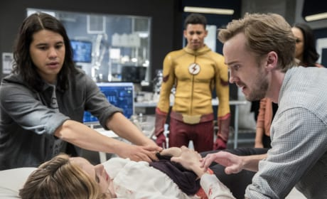 Julian's afraid - The Flash Season 3 Episode 18