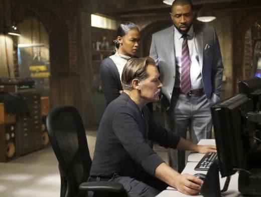Looking for the Villain - Black Lightning Season 1 Episode 12