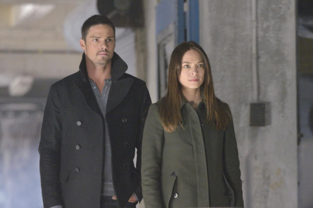 Jay Ryan & Kristen Kreuk - Beauty and the Beast