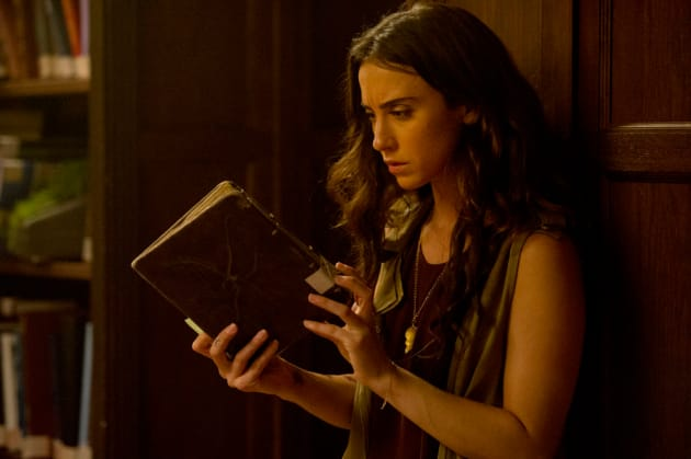 Julia's studying - The Magicians Season 2 Episode 4