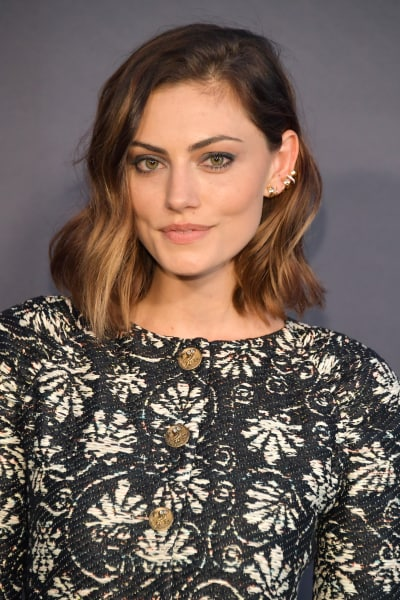 Phoebe Tonkin Attends Awards Show