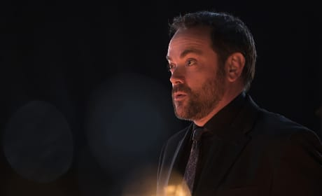 Crowley all aglow - Supernatural Season 11 Episode 9