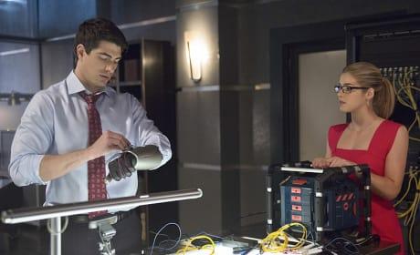 Prepping ATOM - Arrow Season 3 Episode 10