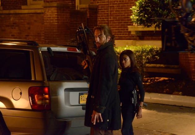 Ichabod the Archer - Sleepy Hollow Season 2 Episode 1