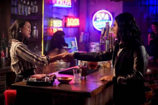 Cisco Meets Someone - The Flash Season 5 Episode 12