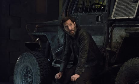 Leaning on the Truck - The 100 Season 3 Episode 8