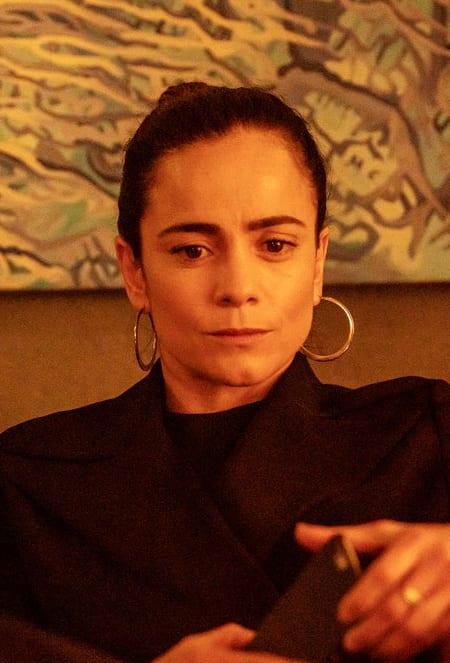 Teresa Mourns a Friend - Queen of the South Season 4 Episode 6