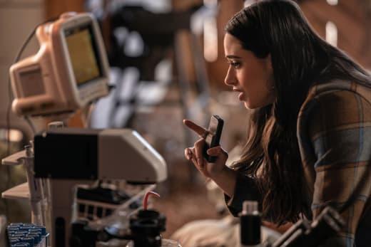 Liz Works - Roswell, New Mexico Season 3 Episode 8