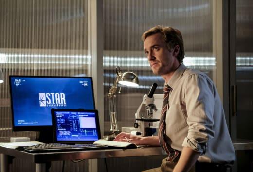 Julian at the lab - The Flash Season 3 Episode 12