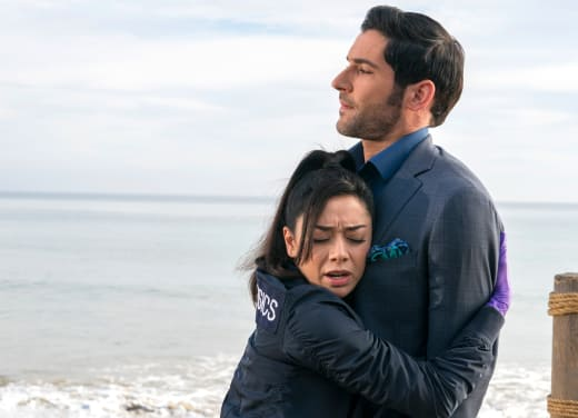 One of Ella's Hugs - Lucifer Season 3 Episode 19